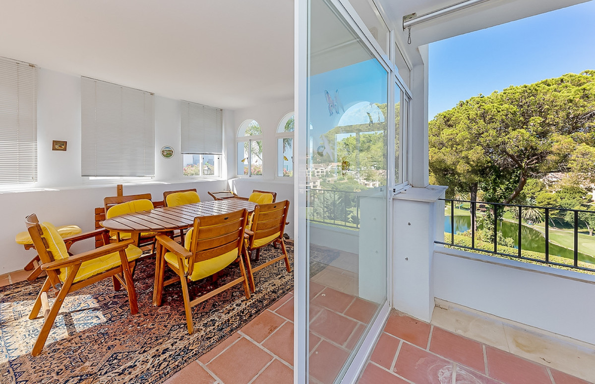 Great opportunity. Extra spacious, full of light large corner apartment with extra benefit of terrac,Spain