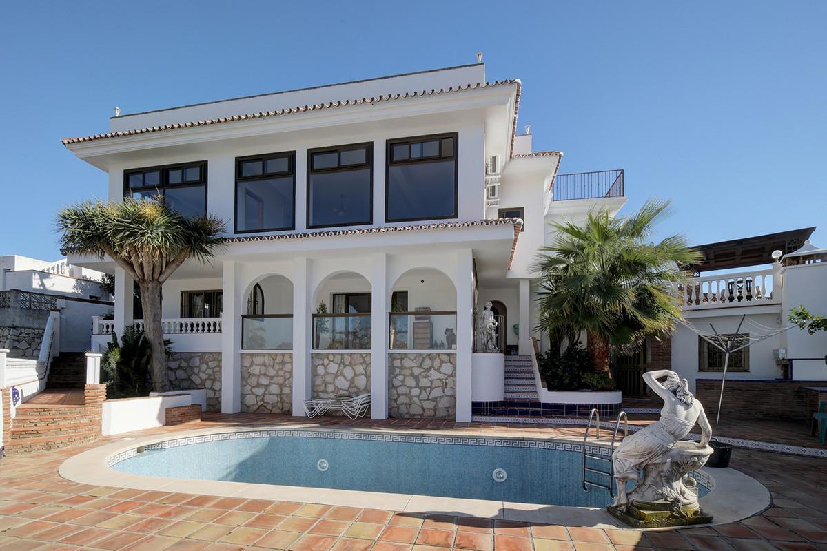 Detached Villa, Cerros del Aguila, Costa del Sol. 5 Bedrooms, 3 Bathrooms, Built 300 m², Terrace 150,Spain
