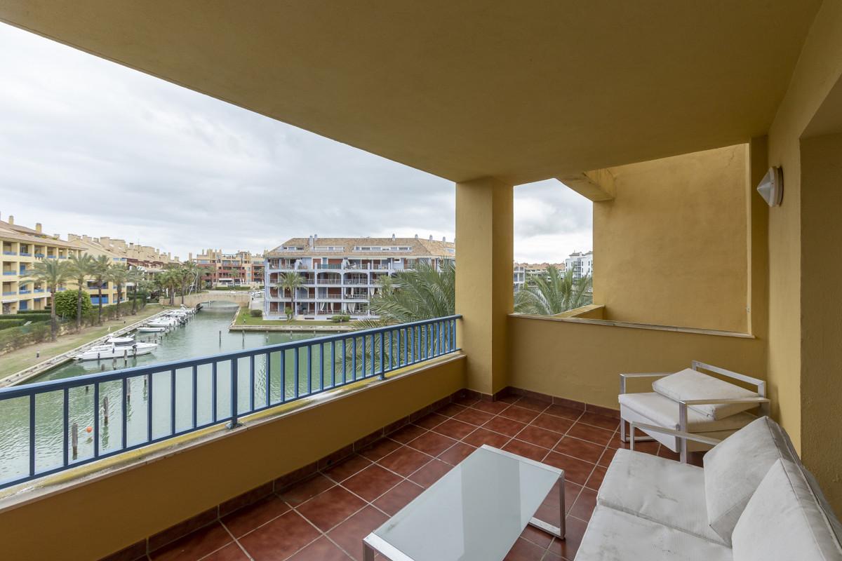 Middle Floor Apartment, Sotogrande Marina, Costa del Sol. 3 Bedrooms, 2 Bathrooms, Built 179 m².  Se,Spain