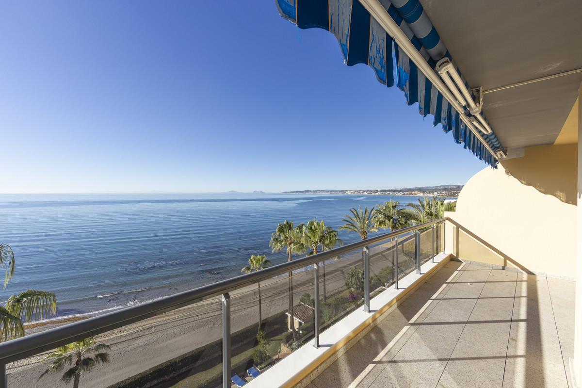 Middle Floor Apartment, Estepona, Costa del Sol. 3 Bedrooms, 3 Bathrooms, Built 175 m², Terrace 25 m,Spain