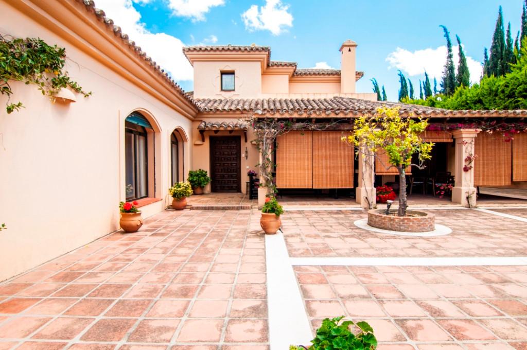 Detached Villa, Sotogrande Alto, Costa del Sol. 5 Bedrooms, 6 Bathrooms, Built 346 m², Garden/Plot 1,Spain