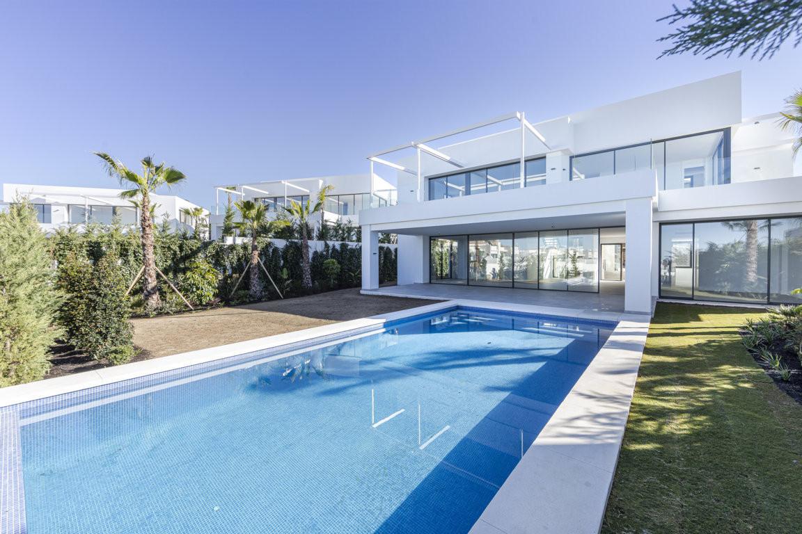 Detached Villa for sale in Marbella R3870652