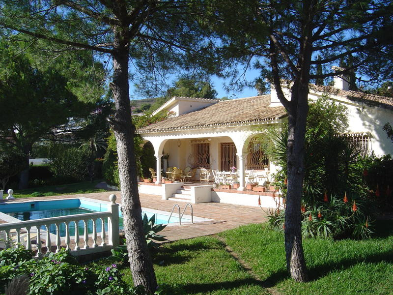 This villa plot could  be one of the most splendid properties in El Paraiso. It has an internal cour,Spain