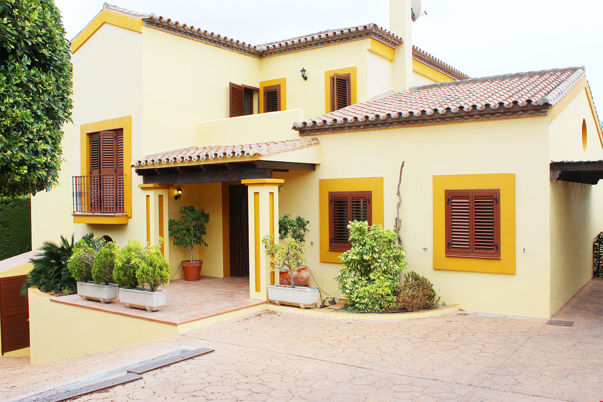 Beautifull Villa for sale in rustic style in Marbella. The house is in a quiet area but at the same ,Spain