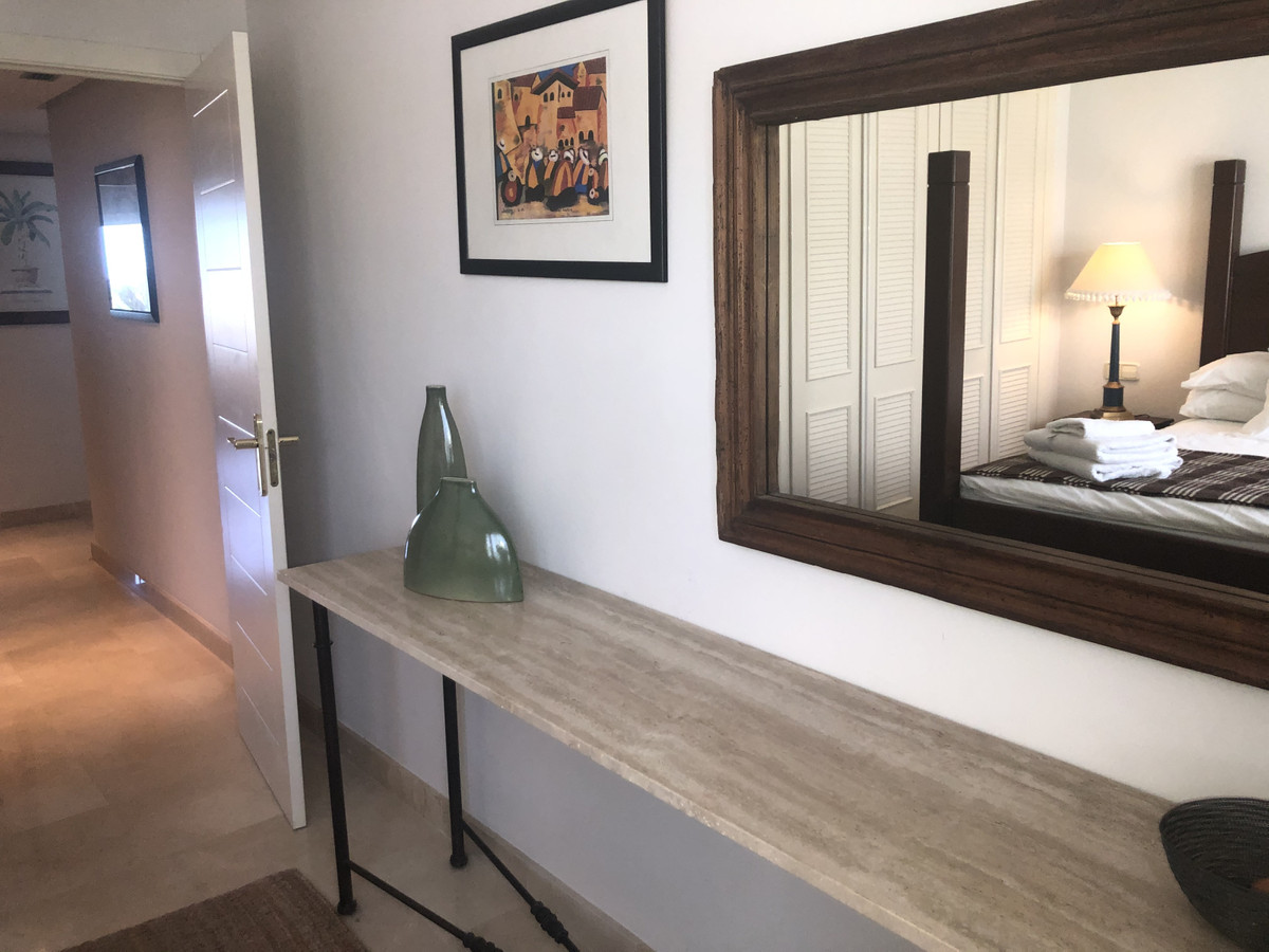 2 Bedroom Middle Floor Apartment For Sale Benahavís