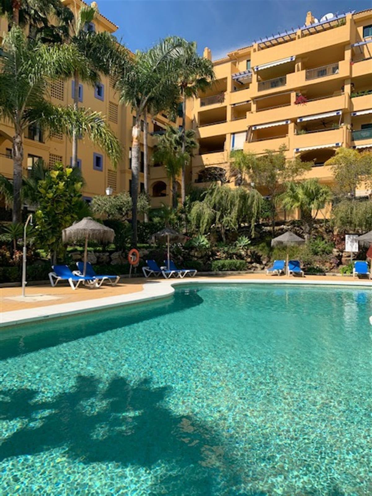 Apartment Middle Floor San Pedro de Alcántara Málaga Costa del Sol R3617372