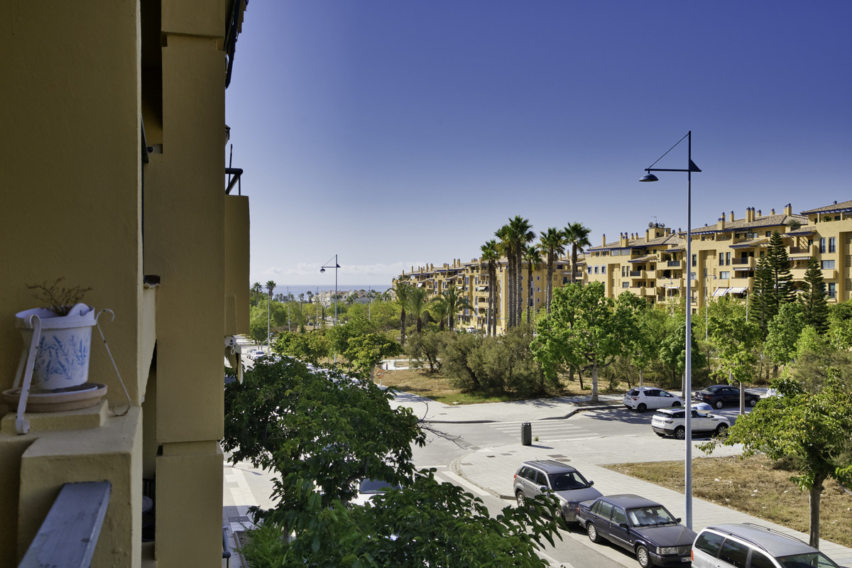 Apartment Middle Floor San Pedro de Alcántara Málaga Costa del Sol R3700550 4