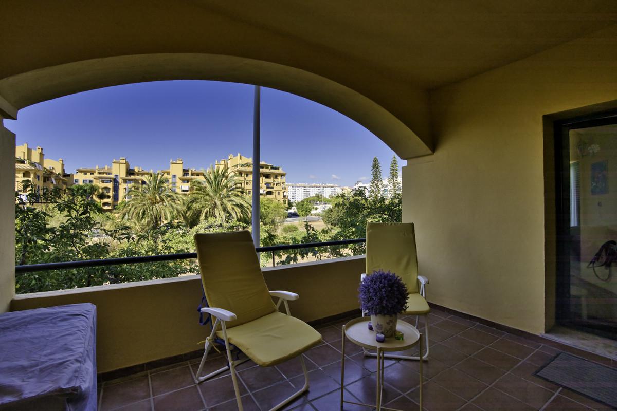 Apartment Middle Floor San Pedro de Alcántara Málaga Costa del Sol R3700550 5