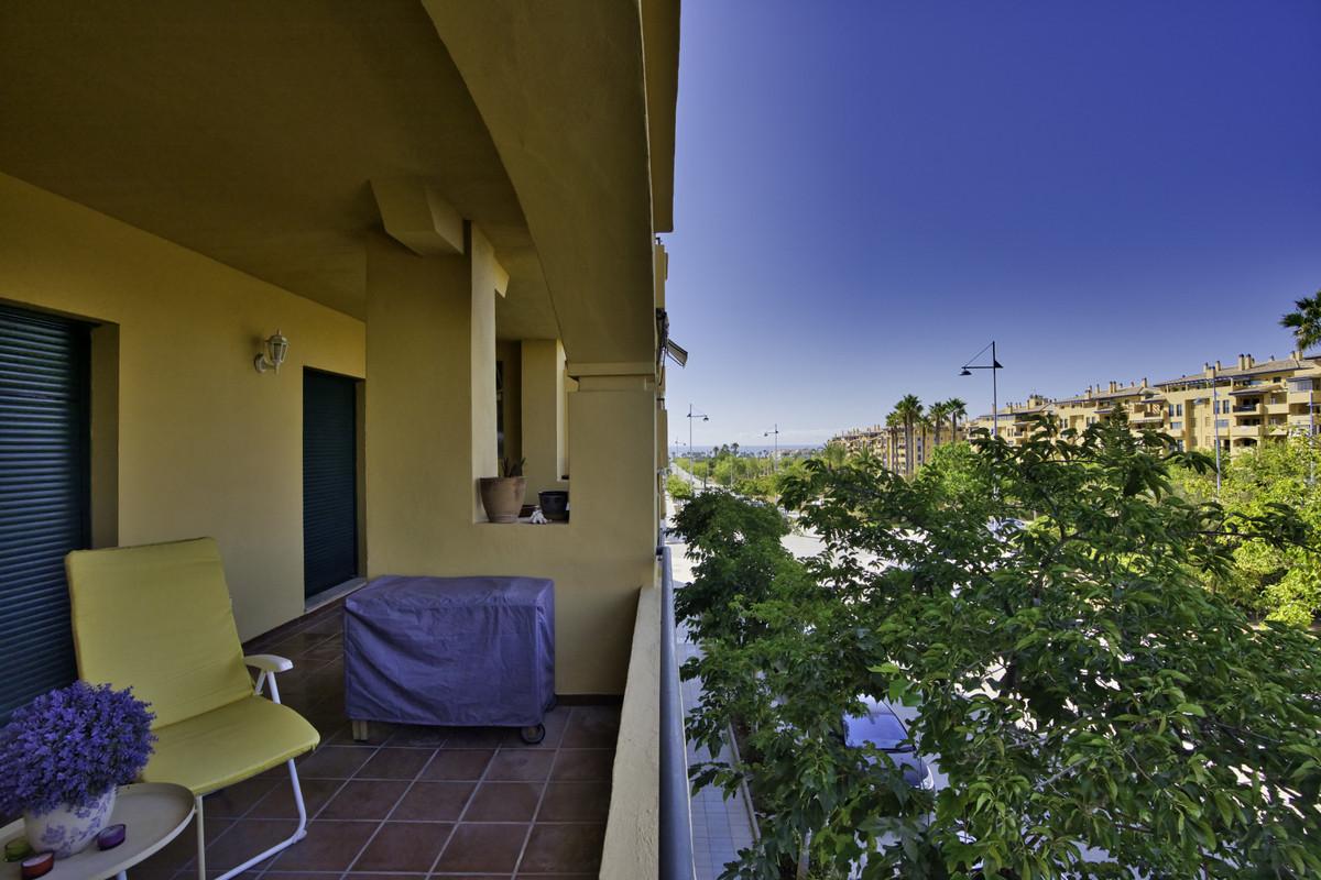 Apartment Middle Floor San Pedro de Alcántara Málaga Costa del Sol R3700550 6