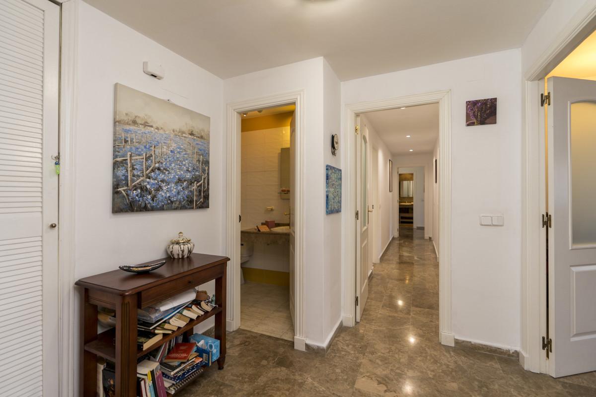Apartment Middle Floor San Pedro de Alcántara Málaga Costa del Sol R3700550 7