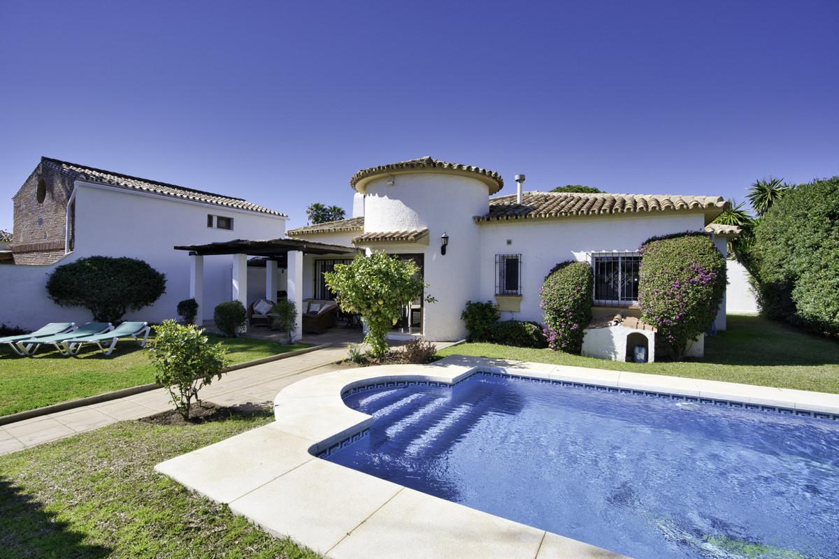 Villa Detached San Pedro de Alcántara Málaga Costa del Sol R3541114