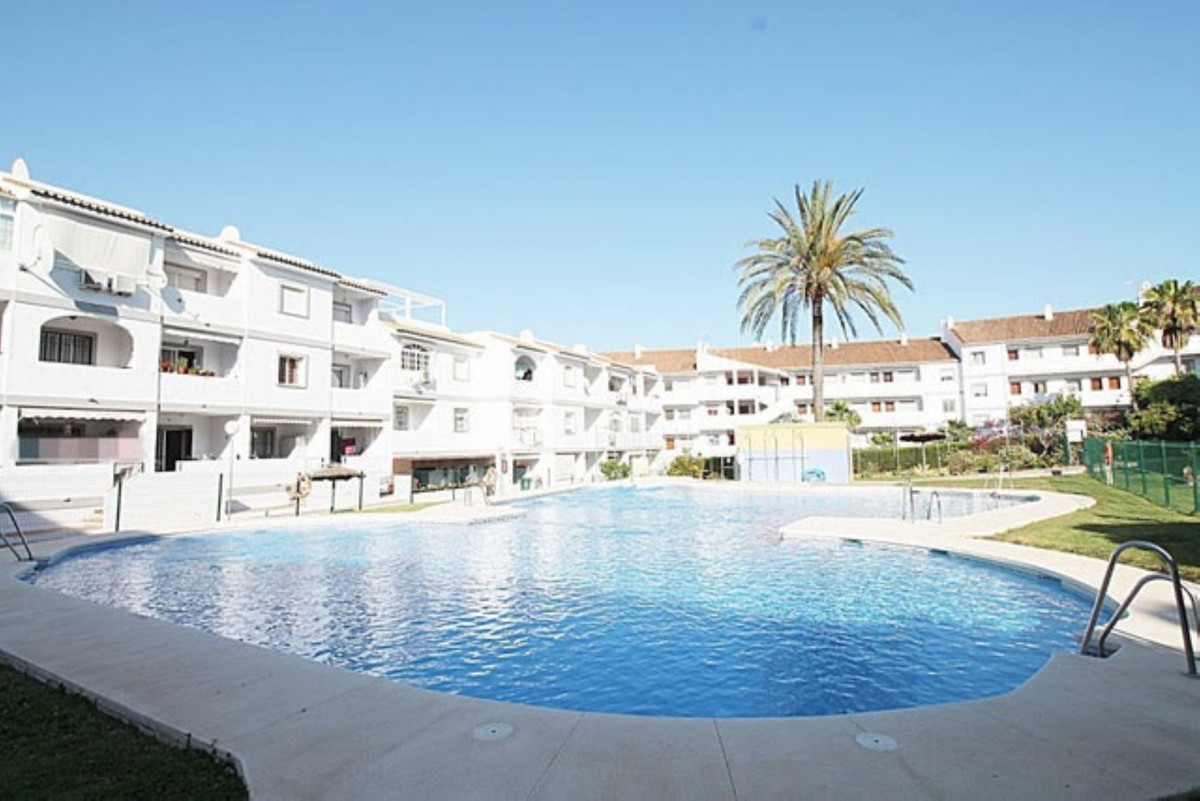 Apartment in mijas costa, very quiet area, green areas, swimming pool, and tennis court. Bus stop ne,Spain