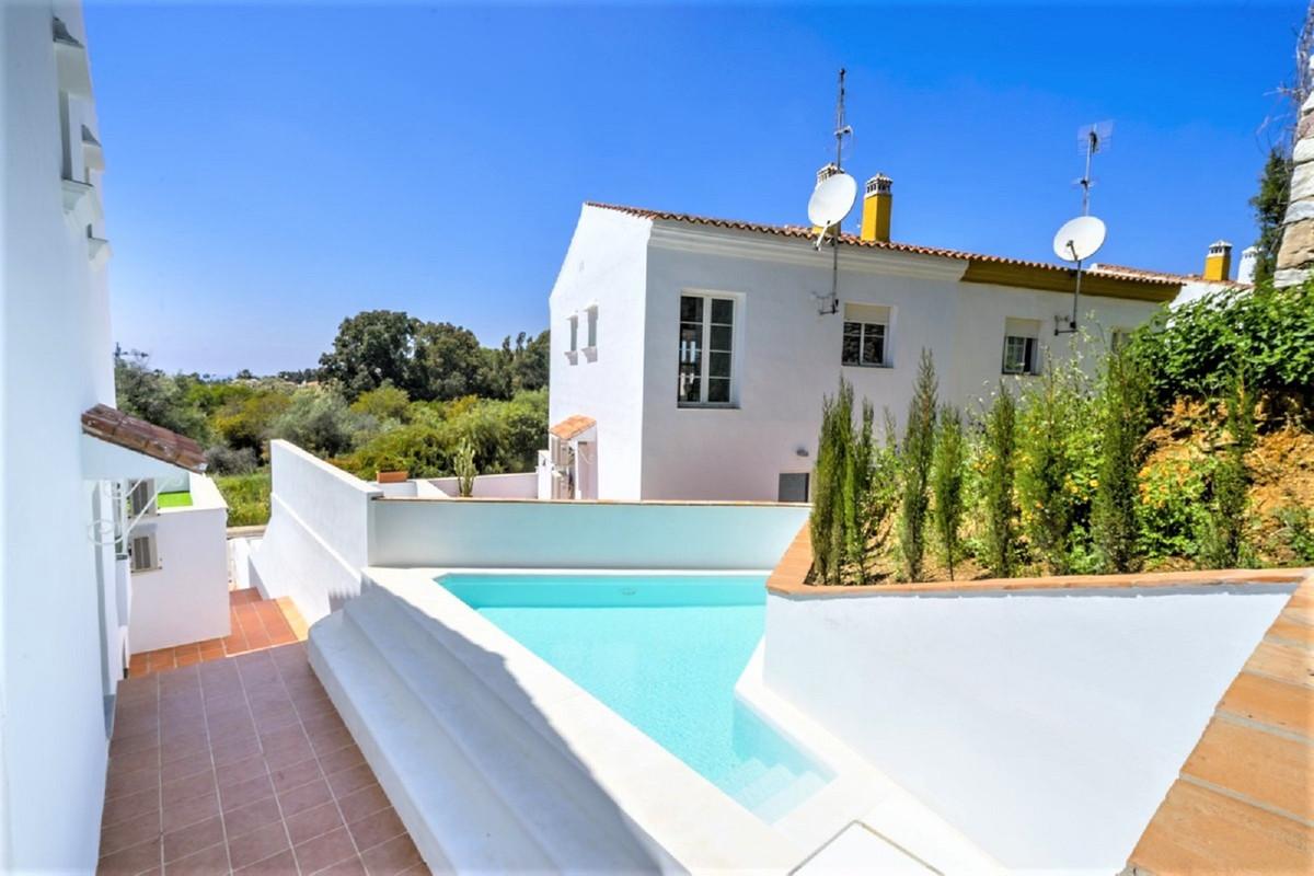 Villa in Artola