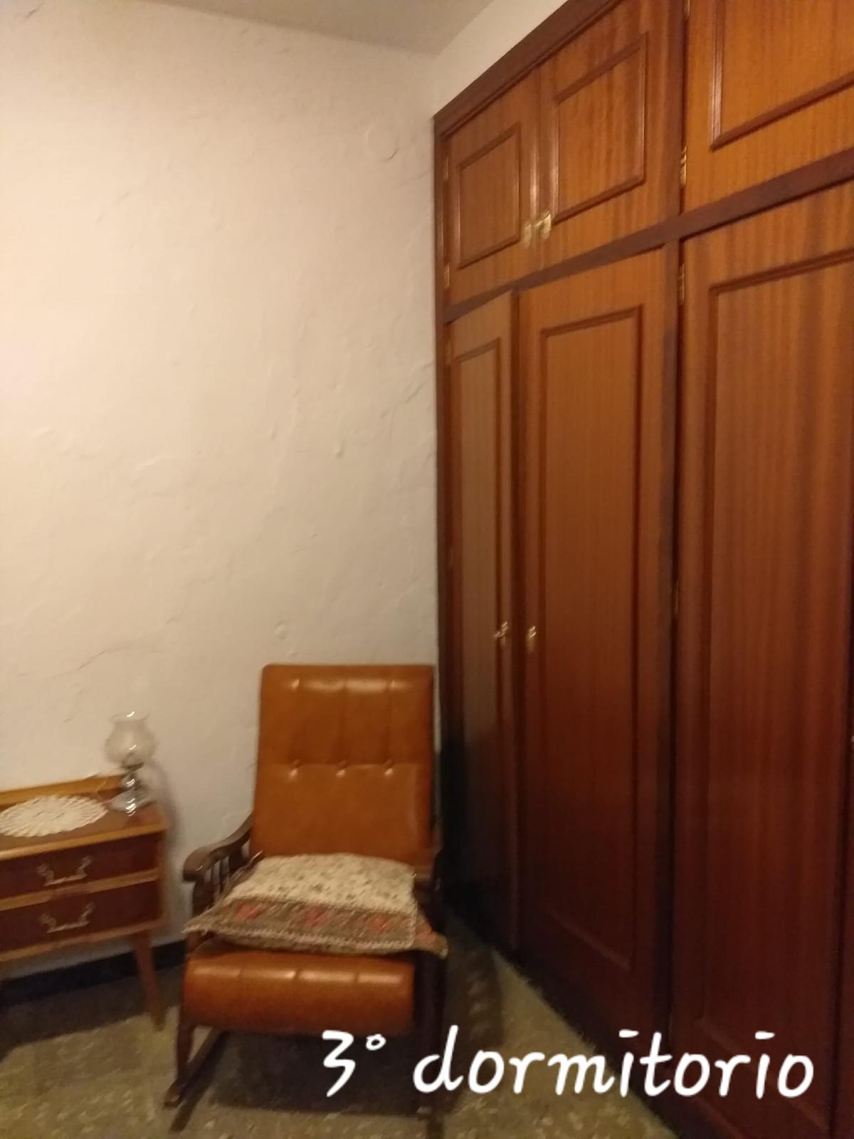 4 Bedrooms - 1 Bathrooms