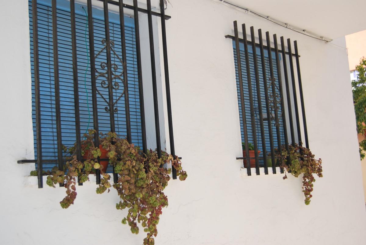 3 Bedroom Ground Floor Apartment For Sale Marbella, Costa del Sol - HP3850351