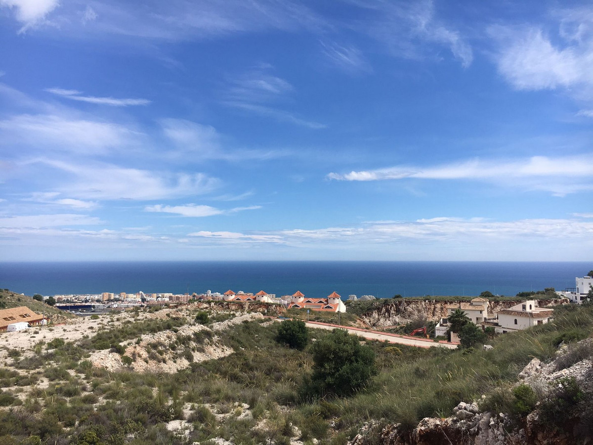 Plot with panoramic sea views, close to supermarket (Lidl, Carrefour), amenities, the beautiful vill,Spain