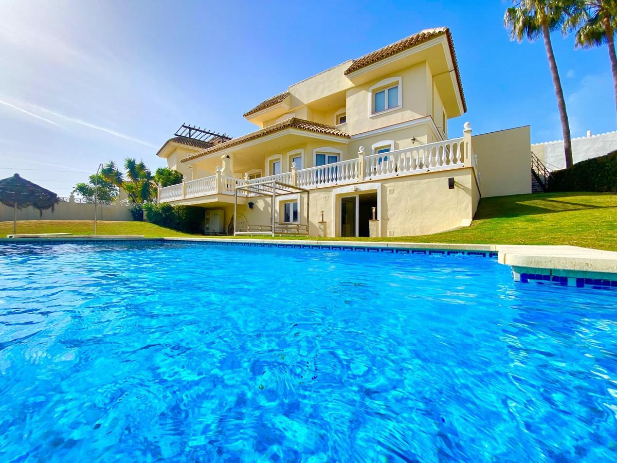 Detached Villa for sale in Calahonda R3745930