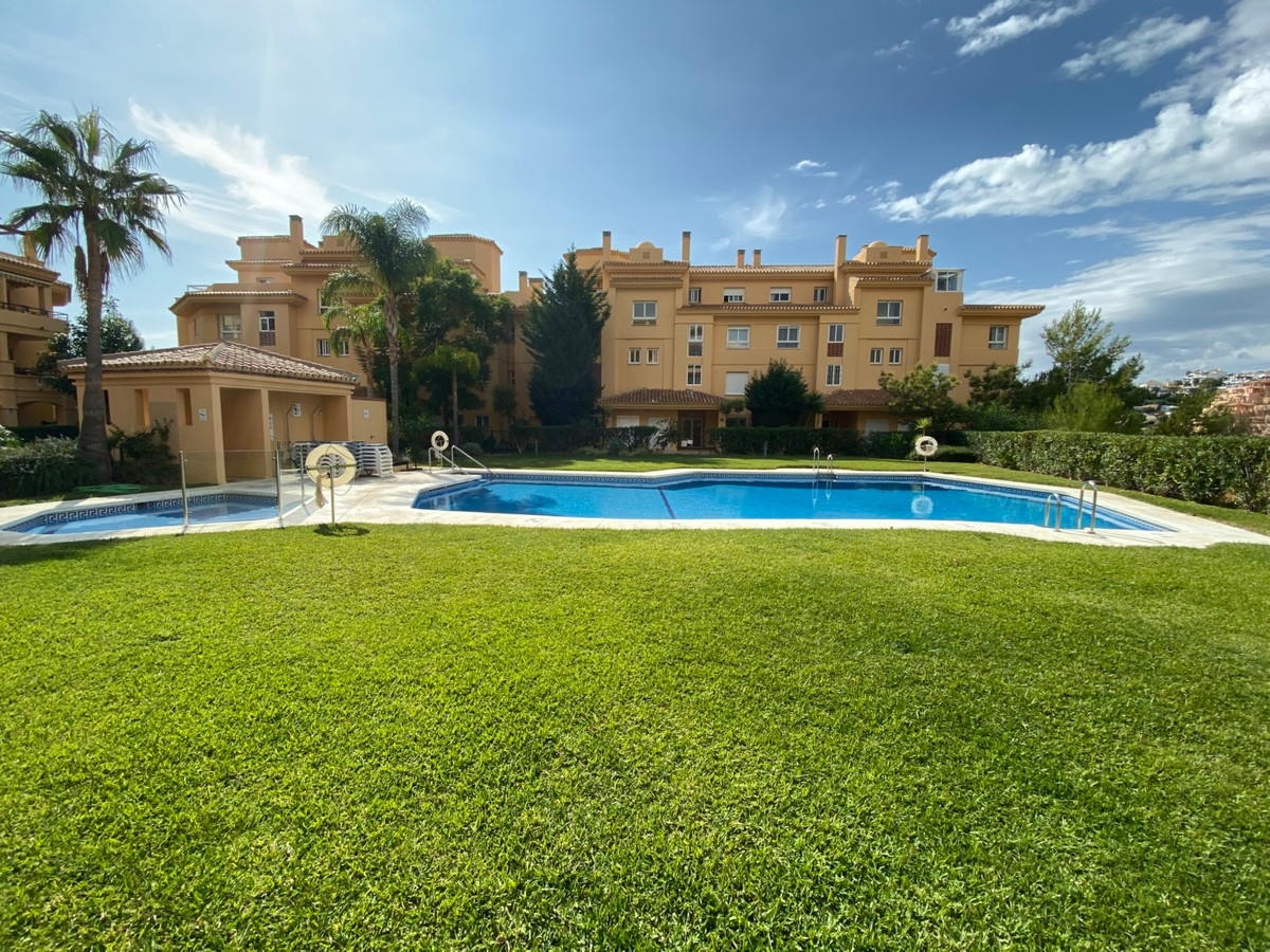 Middle Floor Apartment for sale in Calahonda R3812893