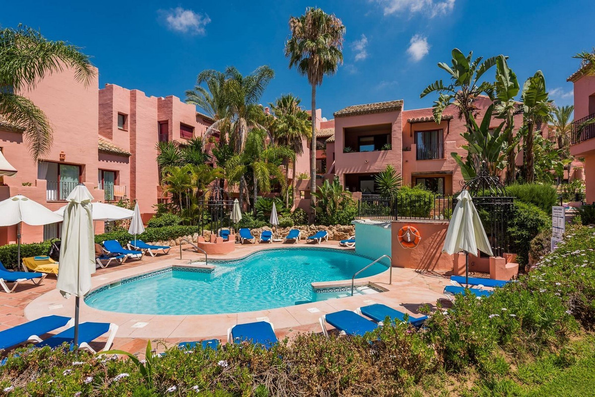 Middle Floor Apartment for sale in Marbella R3683387