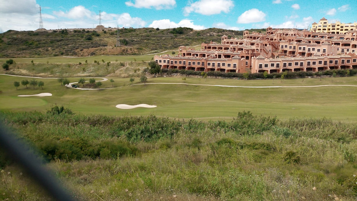 Building plot  in first line of the golf course in Valle Romano. Permission to build and project. Ne,Spain