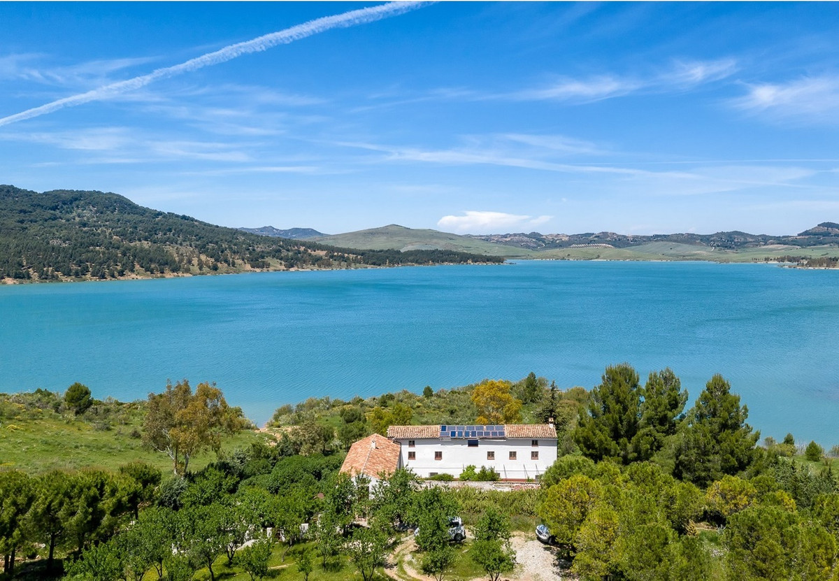 Hotel for sale in El Chorro R3485044