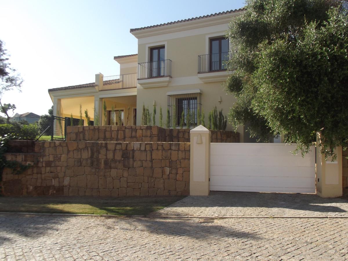 Villa in Los Altos de Valderrama  We are pleased to bring to the market this beautiful Villa for sal,Spain
