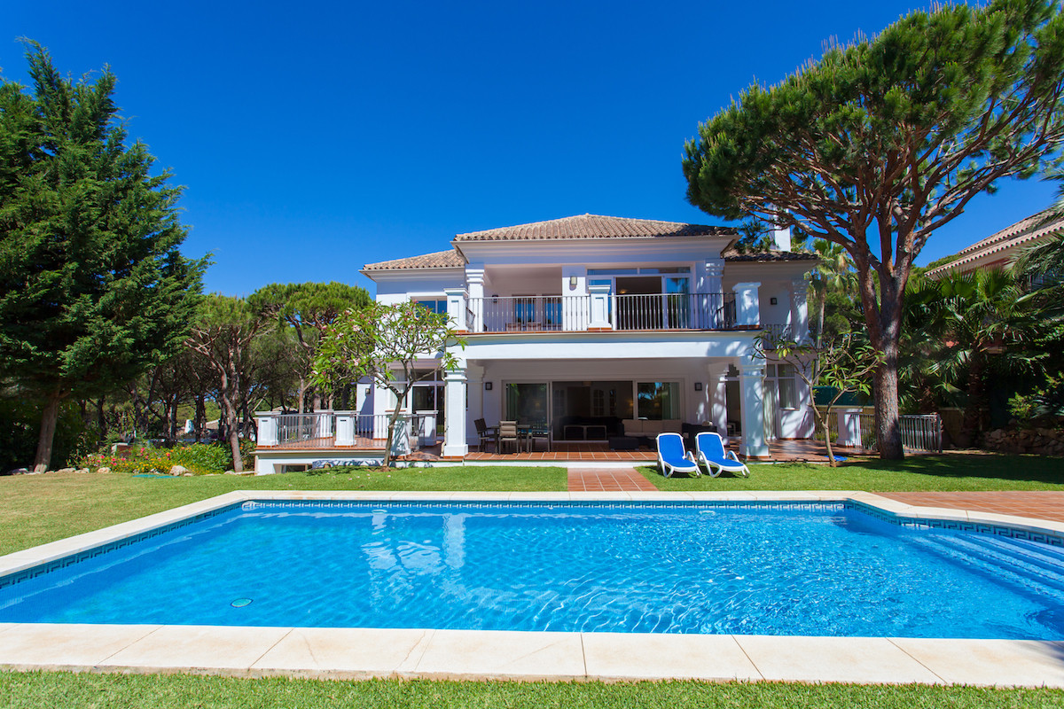 Villa reformed in Las Chapas, on a plot of 1.488 mts. Located 1.9 km from the wonderful beaches in t,Spain