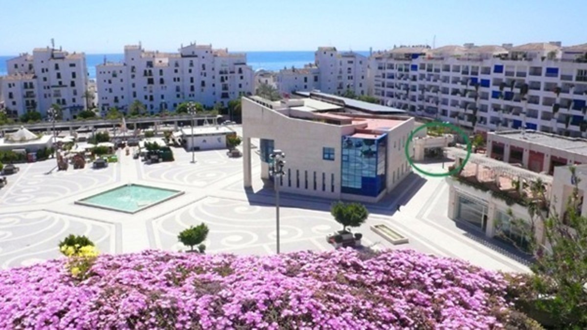 Commercial for sale in Puerto Banús
