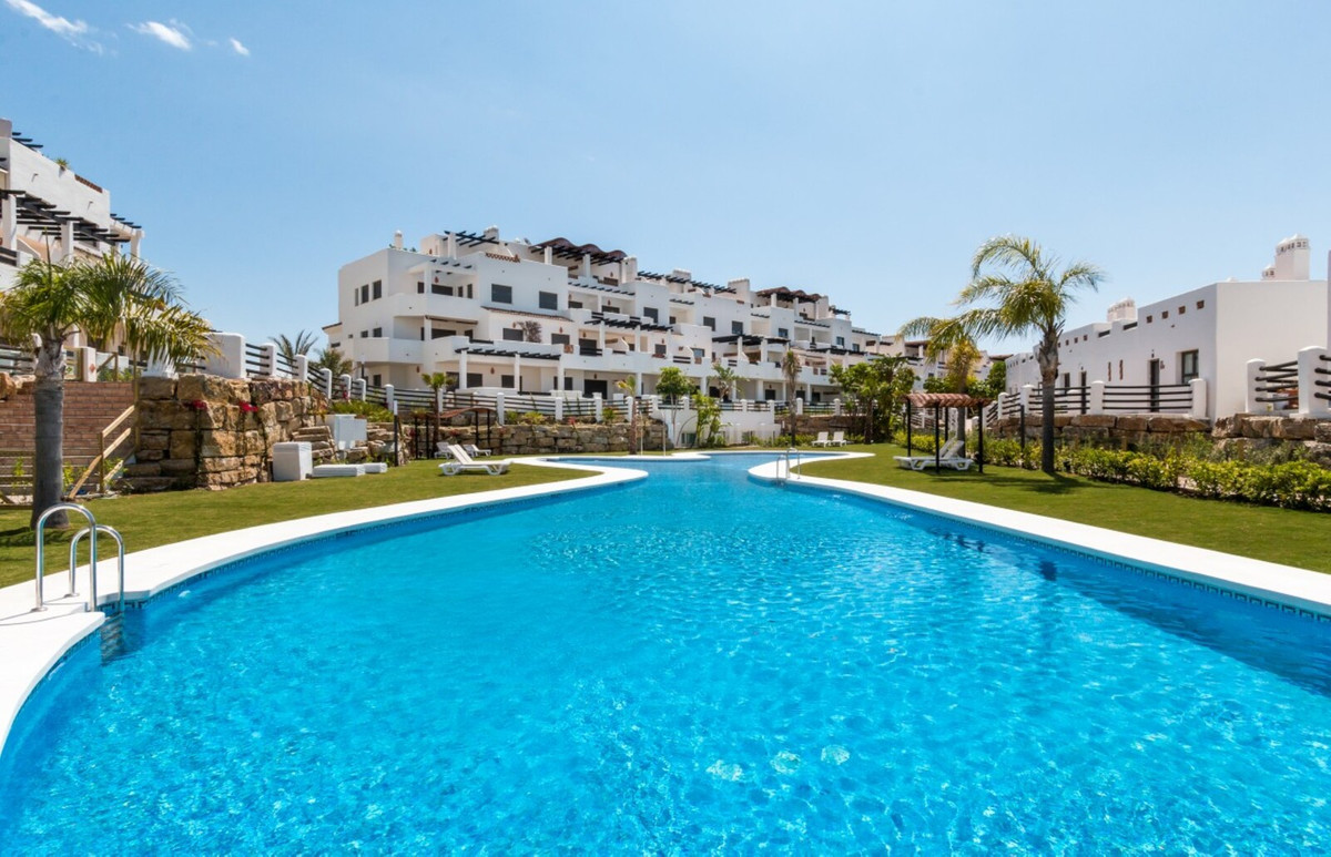 - LA RESINA - THE GOLF AND THE SEA ON THE COSTA DEL SOL - 3 bedroom townhouse located in a gated com,Spain