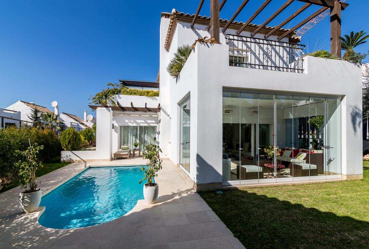 Detached Villa for sale in The Golden Mile R3679661