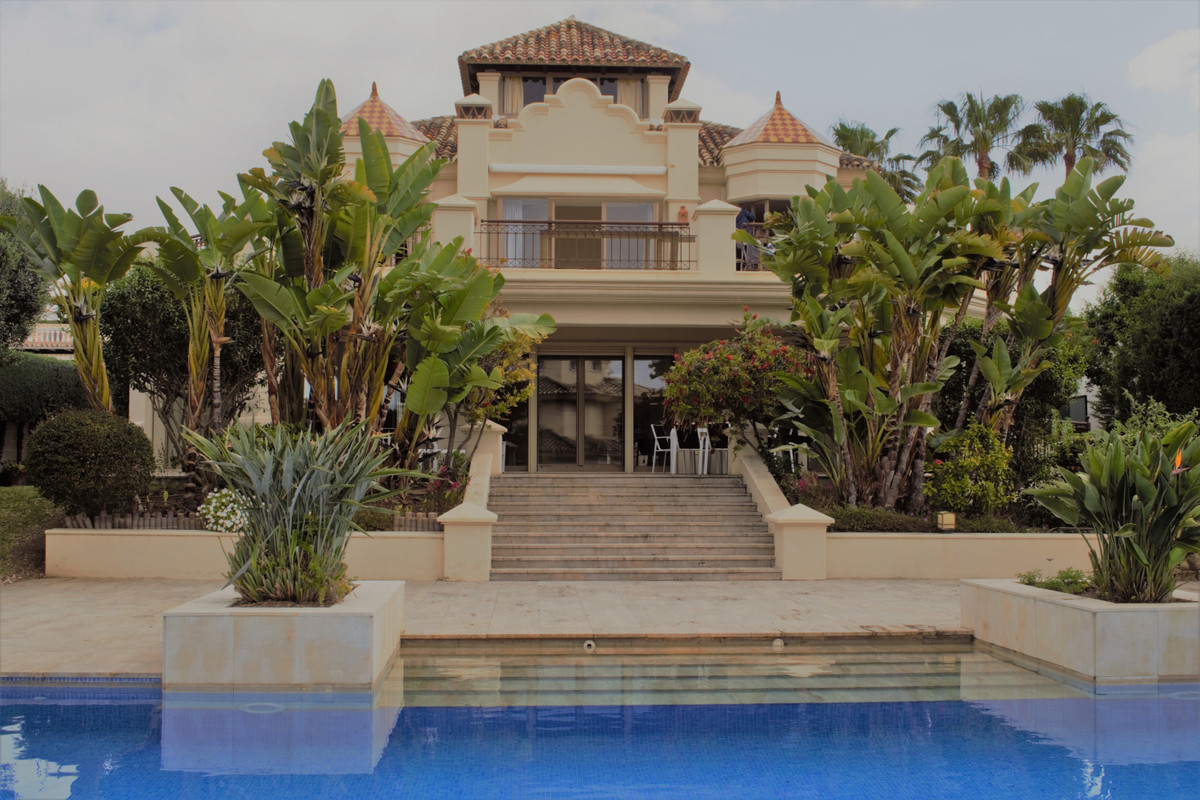 Villa, Independiente  en venta   y en alquiler    en Las Chapas