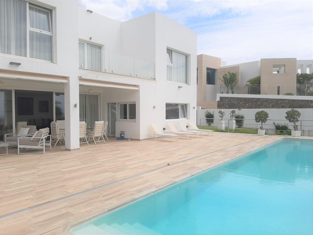 - MODERN VILLA IN LA QUINTA - Modern villa with 4 bedrooms and 3 bathrooms in unbeatable location wi,Spain