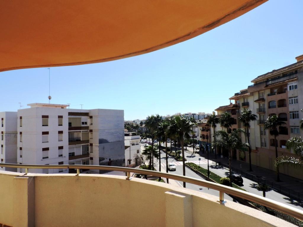 Middle Floor Apartment in Estepona R3087433