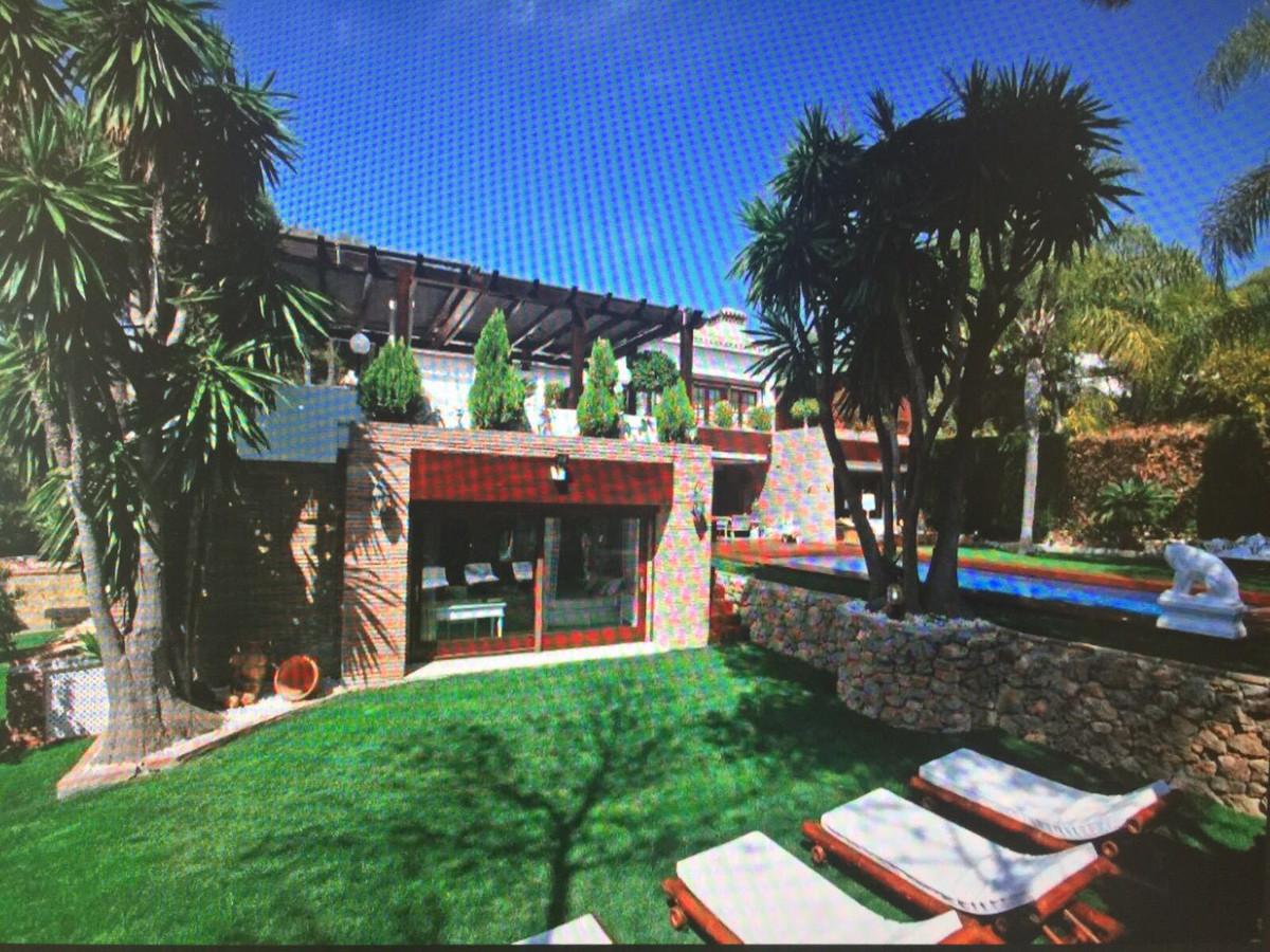 Villa con 6 Dormitorios en Venta Las Chapas