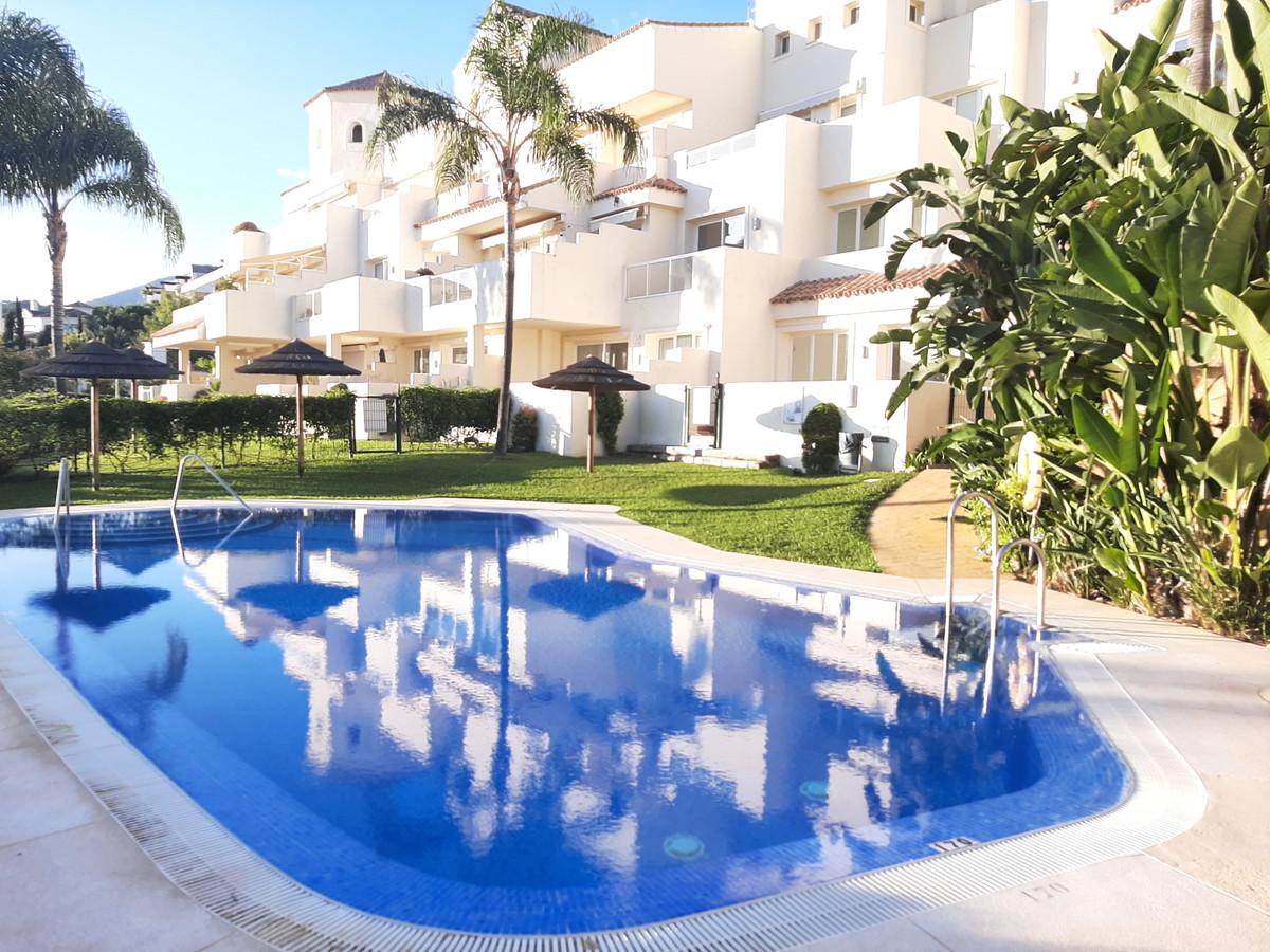 Este lujoso apartamento se encuentra en el complejo Ocean Pines - Los Almendros desde donde se puede,Spain