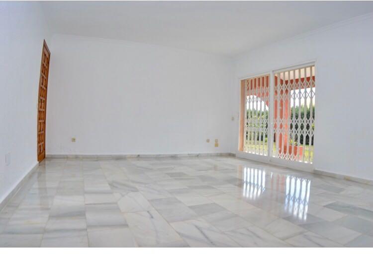 Villa con 4 Dormitorios en Venta Costalita