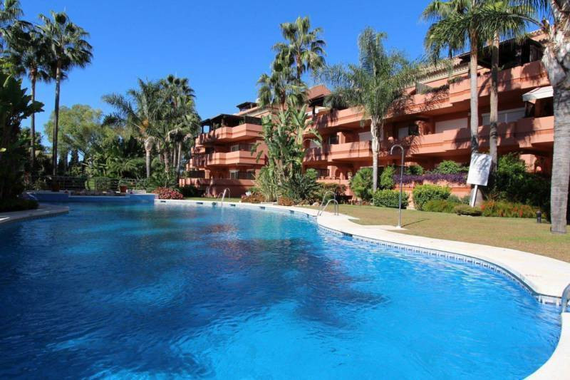 Fantastic Opportunity a few mtrs. of the beach!! Apartment with 3 bedrooms and 3 bathrooms in a gate,Spain
