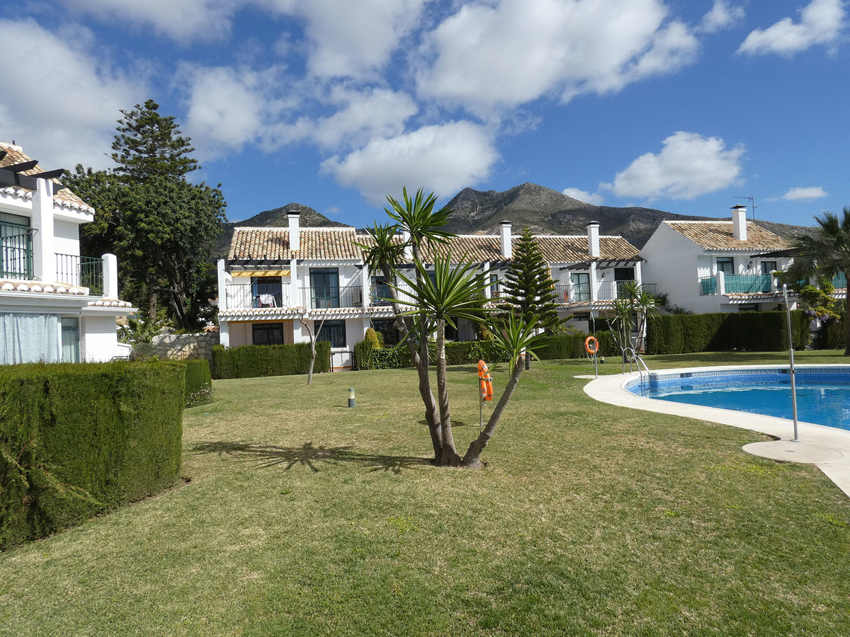 For sale, 3 bed/2 bath nice TOWNHOUSE with SEA VIEWS in the municipality of Benalmadena. A 15-minute,Spain