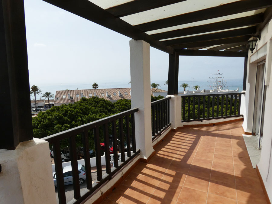 At 50 meters from the beaches of Benalmadena Costa and close to all shops, for sale superb top floor,Spain