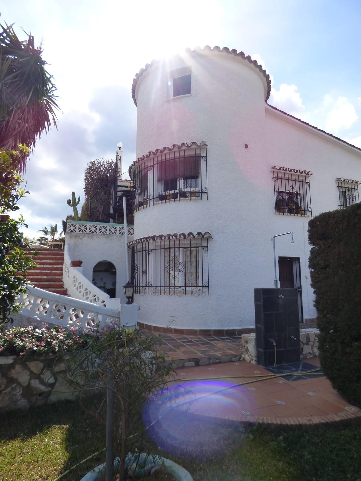 Villa con 4 Dormitorios en Venta Arroyo de la Miel