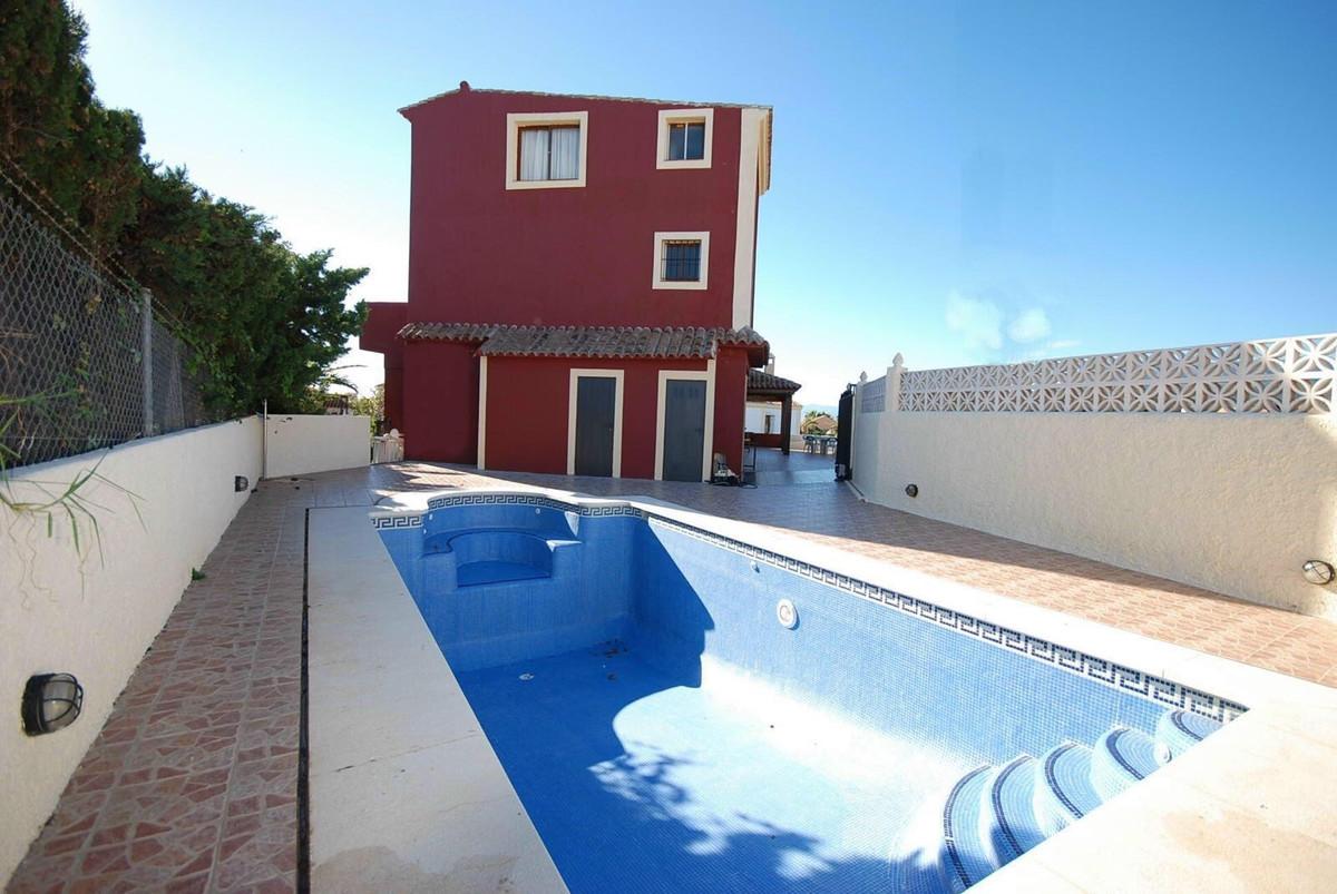 Detached Villa, El Rosario, Costa del Sol. Built 581 m², Terrace 100 m².  Setting : Close To Golf, C,Spain