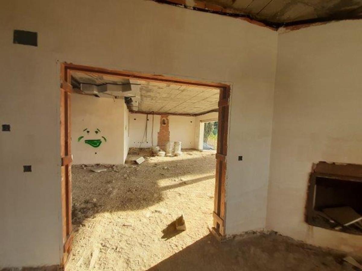 4 Bedroom Detached Villa For Sale El Paraiso