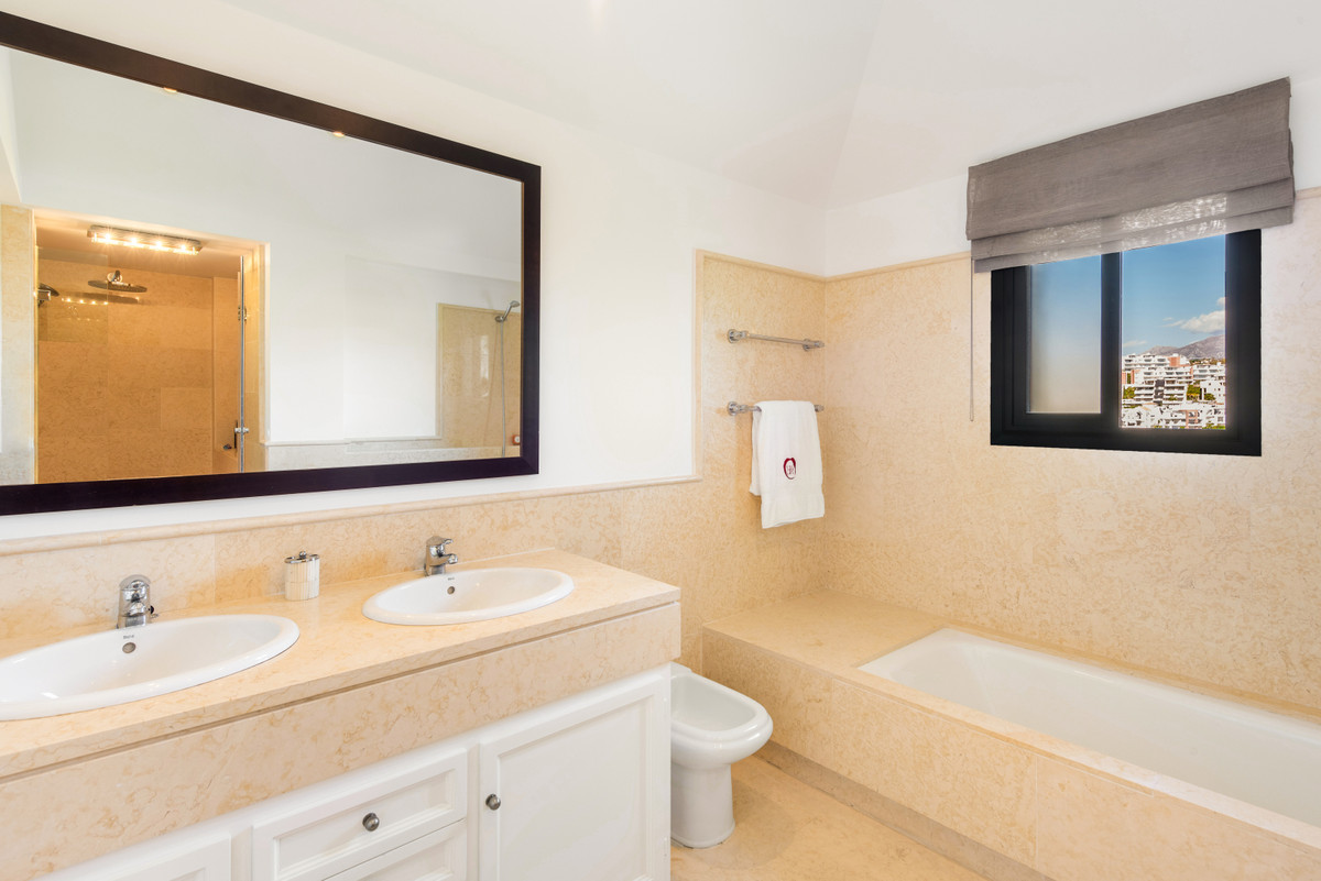 Apartment Penthouse Benahavís Málaga Costa del Sol R3751945 8
