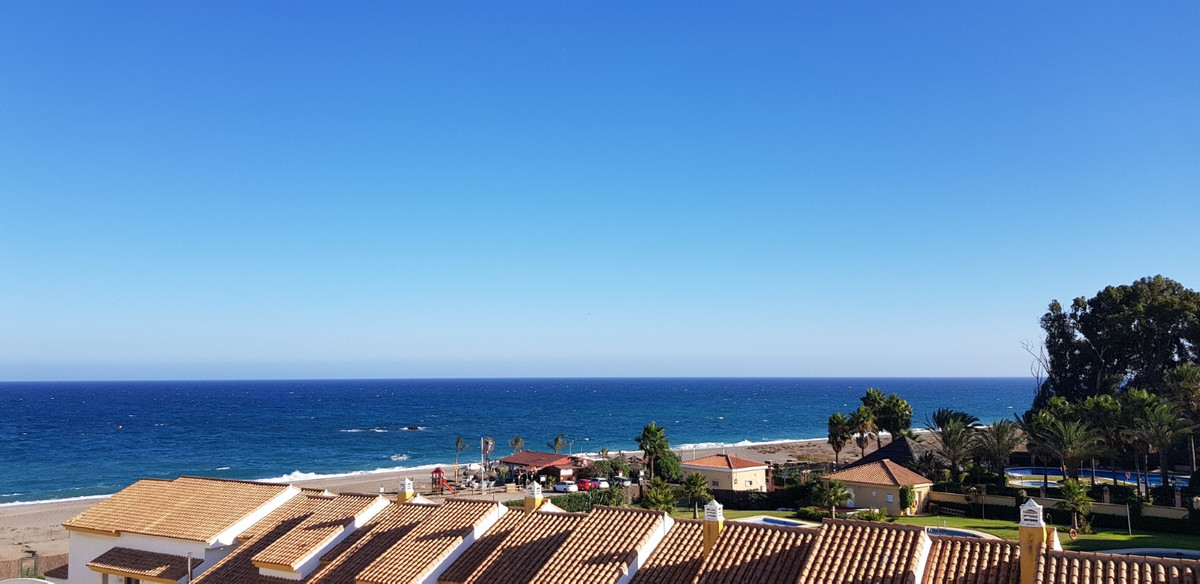 Fabulous Offer. Exclusive to Hamilton Homes. This townhouse in La Borboleta offers 4 bedrooms, a lar,Spain