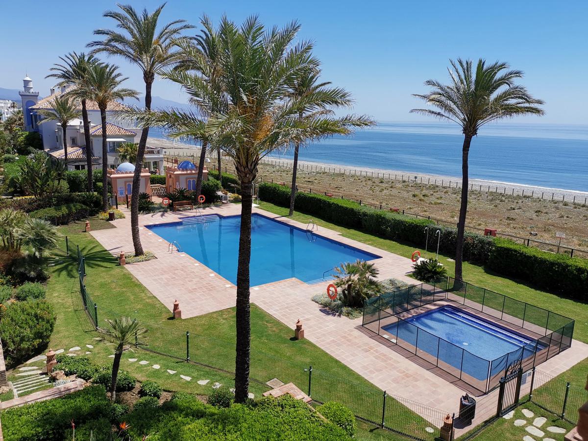 LA PERLA penthouse for sale.   Stunning penthouse apartment in the luxury beachfront complex, La Per,Spain