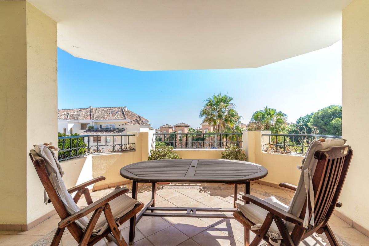 Fantastic second floor in Hacienda Playa, 500m away from the beach in Elviria. The property comprise,Spain