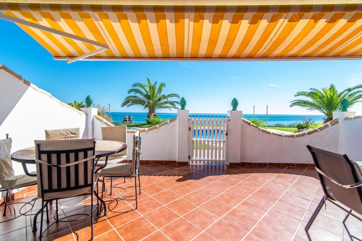 BEACHSIDE PROPERTY! Nice 2 bedrooms, 2 bathrooms (one of them ensuite and refurbished) groundfloor a,Spain