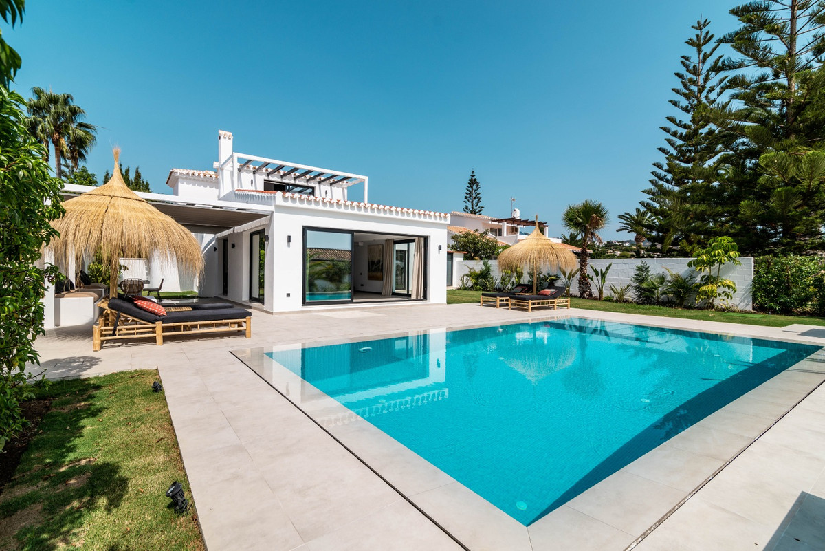 One of a kind! Outstanding renovated to high standards villa in Central Elviria. Built on two levels,Spain