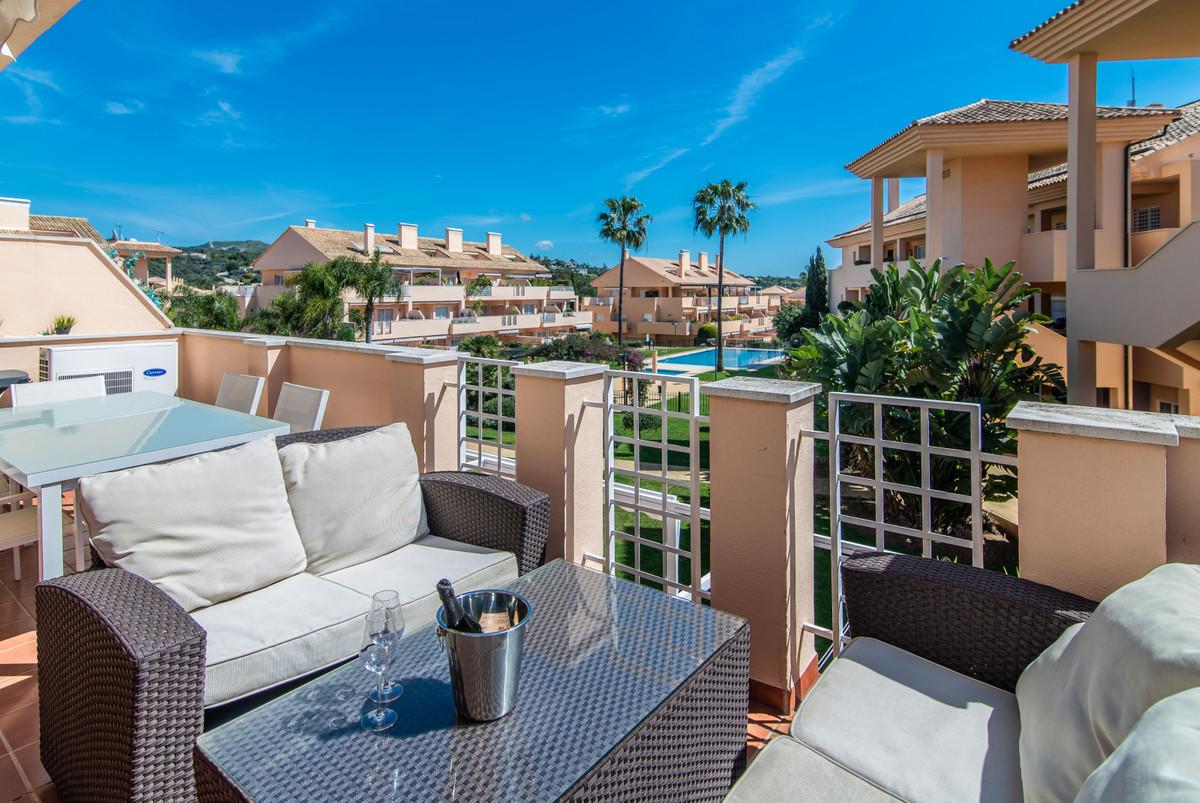 Middle Floor Apartment for sale in Elviria R3536335