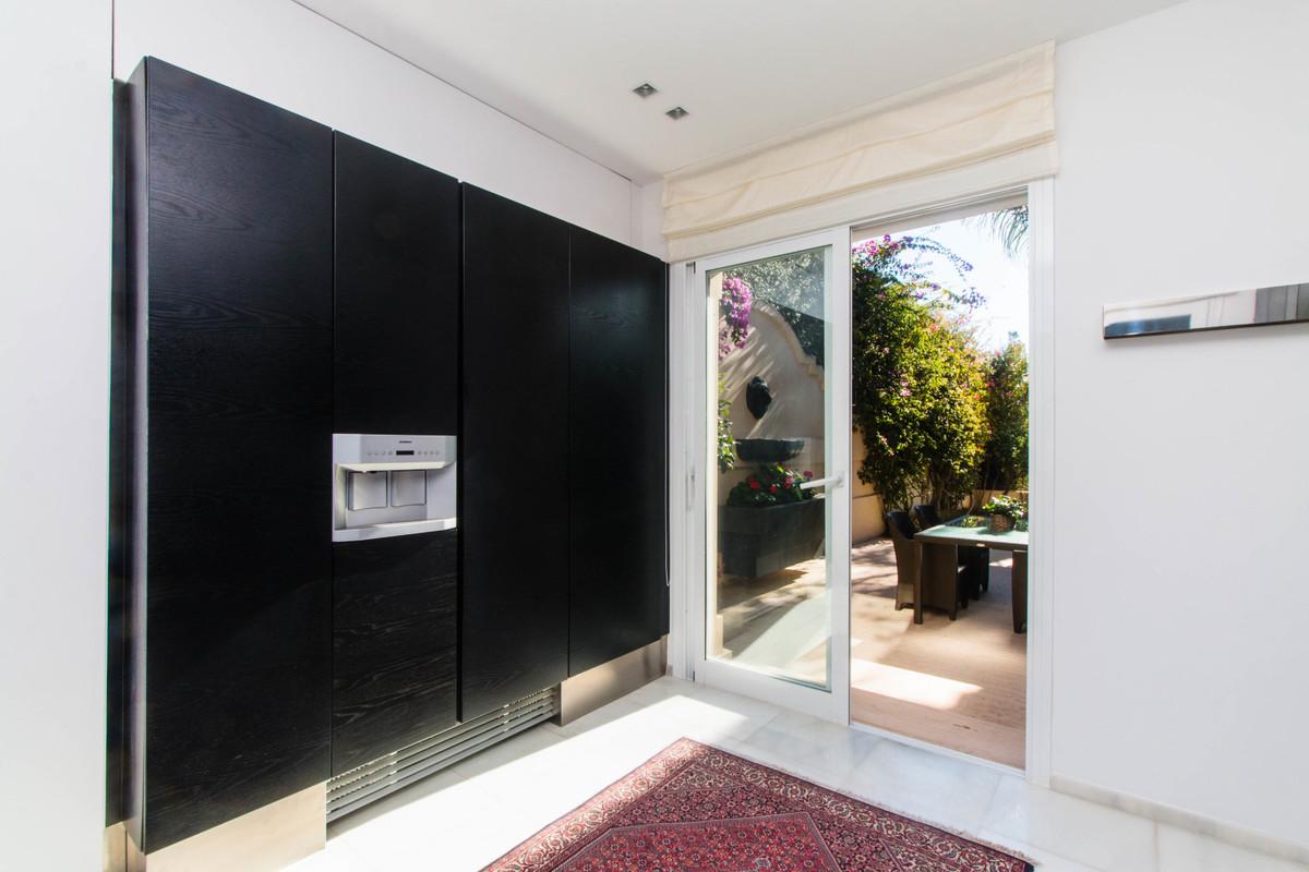 5 Bedroom Detached Villa For Sale Nueva Andalucía